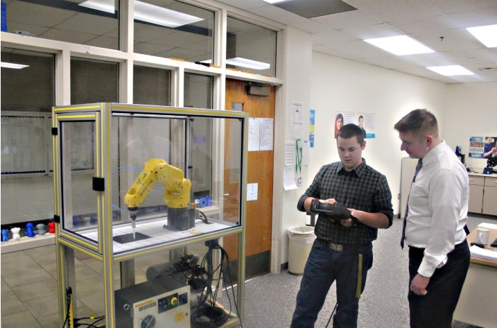 Ionia students taking advantage of FANUC robotics certification program